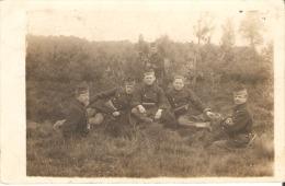 Militaires  (photo Carte Postée A Habay La Neuve 1910 - Uniformes