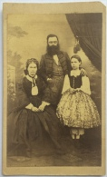 CARDBOARD FOTO CABINET FOTO DIMENSIONEN:10.5x6.8cm PORTRÄT FAMILIE FASHION KLEIDER CARL LACHER NAGY NANYA 1860 - Sin Clasificación