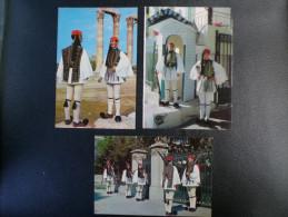 Militaria Grèce Soldats De La Garde - Uniformes