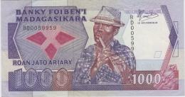 MADAGASCAR 1000 Francs 1988 VF+ P72a - Madagascar