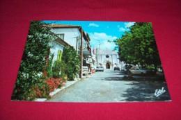 SAINT GEORGES LA PLACE ET LA FACADE DE L'EGLISE ROMANE - Ile D'Oléron