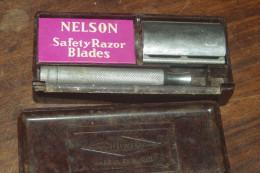 RASOIR MECANIQUE GILLETTE ENGLAND + BOITE Bakélite + Lames NELSON - Razor Blades