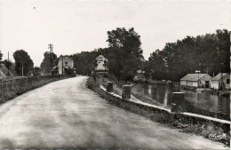 URCAY La Gare Et Le Canal - Otros Municipios