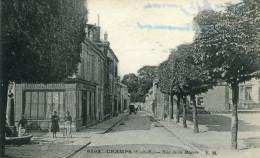 CHAMPS SUR MARNE - Rue De La Mairie Fontaine Boulangerie Animé - Other Municipalities