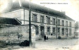 N°38237 -cpa Matougues -mairie Et école- - Autres Communes