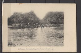 Guinée Française -  Le Passage D'un Marigot à Gué En Haute Guinée Française - Guinée Française