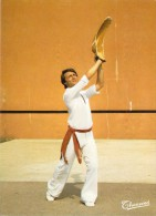 Sports Sport PAYS BASQUE Joueur De Pelote Au Grand Chistera ( Editions : THOUAND 1024)*PRIX FIXE - Cartoline