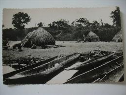 BANGUI  CAMPEMENT DE  PECHEURS YAKOMA - Central African Republic