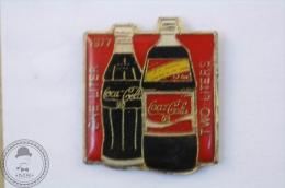 One Liter Two Liters 1977 -  Coca Cola Advertising Pin Badge - #PLS - Coca-Cola