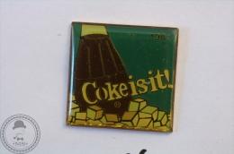 Vintage/ Retro Coca Cola Coke Is It! Advertising 1981 - Wilson Marketing 1985 - Pin Badge - #PLS - Coca-Cola