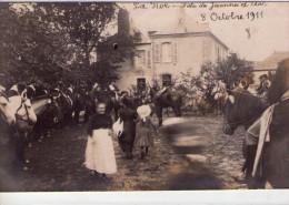 La Roë.. Carte Photo.. Très Animée.. Fête De Jeanne D´Arc.. Le 8 Octobre 1911.. Chevaux.. Cavaliers.. Top Carte - France