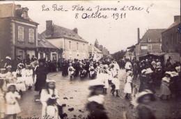 La Roë.. Carte Photo.. Très Animée.. Fête De Jeanne D´Arc.. Le 8 Octobre 1911.. Défilé.. Fanfare.. Tambour.. Top Carte - France