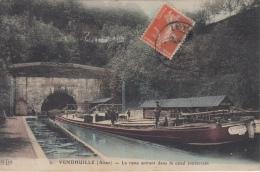 Vendhuile       La Rame Entrant Dans Le Canal Souterrain   Binnenschip      Scan 7377 - Saint Quentin