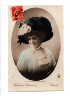 Mode Mademoiselle Madeleine Chaumont  Varietés La Toilette Au Theatre Portrait Actrice Avec Chapeau Edit Croissant 3692 - Artistes