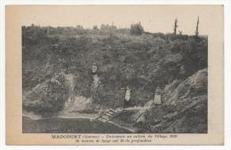 80 SOMME - MAUCOURT Entonnoir Au Milieu Du Village (pas Sur Delcampe) - Autres Communes