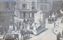 23742- Chalons Sur Marne -carte Photo Carnaval Char Hopital Militaire Soldat-coiffeur Peigne Or -café Malte Boulve?