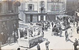 23743- Chalons Sur Marne -carte Photo Carnaval Char Kiosque  Militaire Soldat-coiffeur Peigne Or -café Malte Boulve?