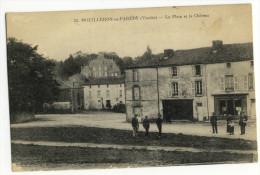 MOUILLERON En PAREDS. - La Place Et Le Château - Mouilleron En Pareds