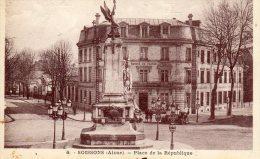 02 - SOUSSONS - PLACE DE LA REPUBLIQUE