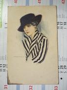 Femme Au Chapeau Noir Et Veste Rayée Noir Et Blanc - Nanni