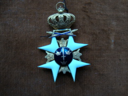 Ordre De L'épée De Suède (or Et émail)sans Son Ruban,en Parfait état.port En Sus En R2 - Medals