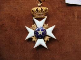 Ordre De L'étoile Polaire De Suède (or Et émail)sans Son Ruban En Parfait état.port En Sus En R2 - Medals
