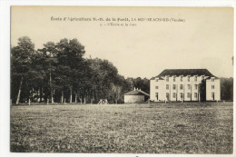 LA MOTHE ACHARD. - L'Ecole Et Le Parc - La Mothe Achard