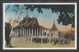 - CPSM CAMBODGE - Phnom-Penh, Bonzes Devant La Pagode D'Argent - Cambodia