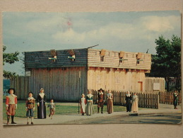 """""""The First Fort"""" A Replica At Plimoth Plantation, Inc. Plymouth, Mass. - Etats-Unis"""