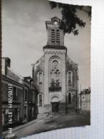SAINT GERVAIS LES TROIS CLOCHERS (86) - LA PLACE- L'EGLISE-animée -  Non Circulée - Photo Véritable - COMBIER - Saint Gervais Les Trois Clochers