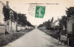 Cpa 1915, CLEVILLIERS  (EetL)  Boulevard De La Gare Avec Son Triporteur  (35.38) - Andere Gemeenten