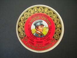 étiquette De Fromage Neuve : Petit Camembert De Normandie - L'amateur Normand / VALLEE Usine De Berjou 14 - Fromage