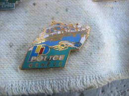 Pin's De La Police Fluviale De GENEVE (Suisse) - Police