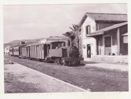 CHEMINS DE FER - TRAINS - CPM - ARRIVEE D'UN TRAIN POUR VELEZ A RINCON DE LA VICTORIA - 20.01.1962 - CPM ANIMEE - Trains