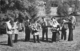 LES MENETRIERS  FOLKLORE MUSICIENS - France