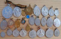 Med-88Lot De 27 Médailles Religieuses La Majorité En Alu - Religione & Esoterismo