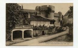 CP , 24 , BOURDEILLES , Enceinte Du Château Et Tour à Mâchicoulis - Altri Comuni