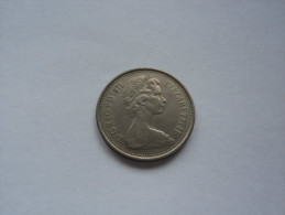 (5 NEW PENCE 1971 Lot 657 - 5 Pence & 5 New Pence