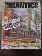 ERTL AMT KIT DIORAMA GIGANTICS COLOSSAL MANTIS ATTACKS CITY UFO ALIEN RRR - Diorama