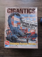 ERTL AMT KIT DIORAMA GIGANTICS RAMPAGING SCORPION UFO ALIEN RRR - Scenery, Diorama