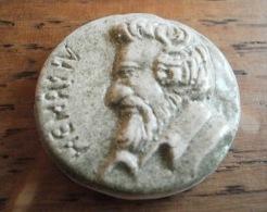 HENRI IV FEVE BRILLANTE VERT - MOULIN A HUILE COMME NEUVE - Personnages