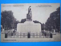 17 : SAINT JEAN D'ANGELY : SQUARE JACQUES CARISSAN : C.P.A.: Carte En Trés Bon état - Monuments