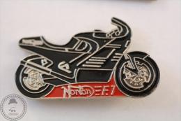 Norton F1 Motorcycle/ Motorbike - Pin Badge #PLS - Motos
