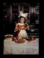 29 - FOUESNANT - Costumes - Coiffes - Fraises - Cerises - Fouesnant