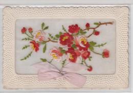 CARTE BRODEE Avec Fleurs Rouges Et Roses + Ruban - Brodées