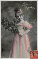 ENFANTS - LITTLE GIRL - MAEDCHEN - Jolie Carte Fantaisie Portrait Fillette Avec Houx - Portraits