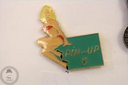 Pin Up Red Swimsuit Lady Nº 8 - Ananas Production Modele Depose - Pin Badge #PLS - Pin-ups