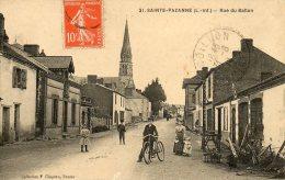 44 - SAINTE PAZANNE - RUE DU BALLON - ANIMEE - Otros Municipios