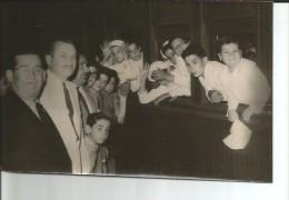NIÑOS EN UN TREN   ESTACION PERON  1955   FOTOGRAFIA TAMAÑO APROXIMADO 18X15 CM   OHL - Personnes Anonymes