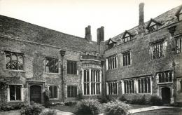 Courtyard, Compton Wynyates, Tysoe, Warwickshire Postcard RP - Angleterre